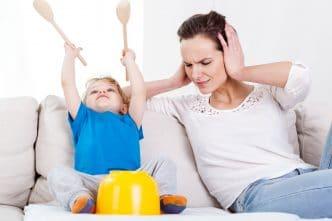 Los niños se portan peor con las madres