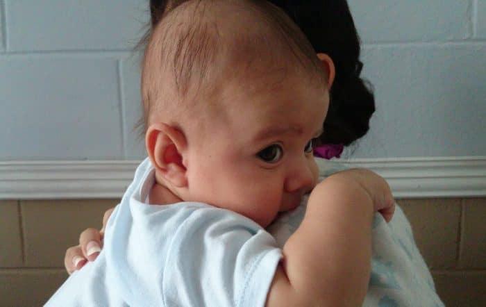 Cabeza plana bebé