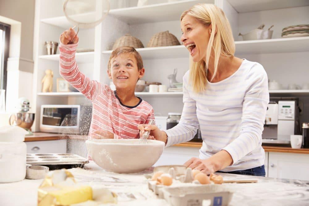 Tareas niños ayudar cocina