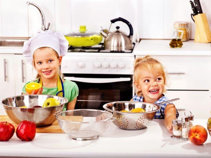 10 cosas que los ni os pueden hacer en la cocina etapa infantil - Cosas para cocinar ...