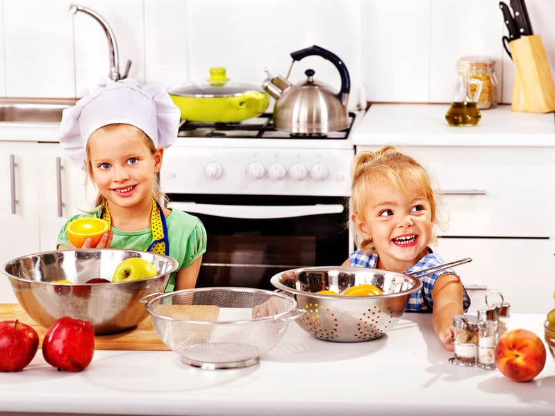 10 cosas que los niños pueden hacer en la cocina