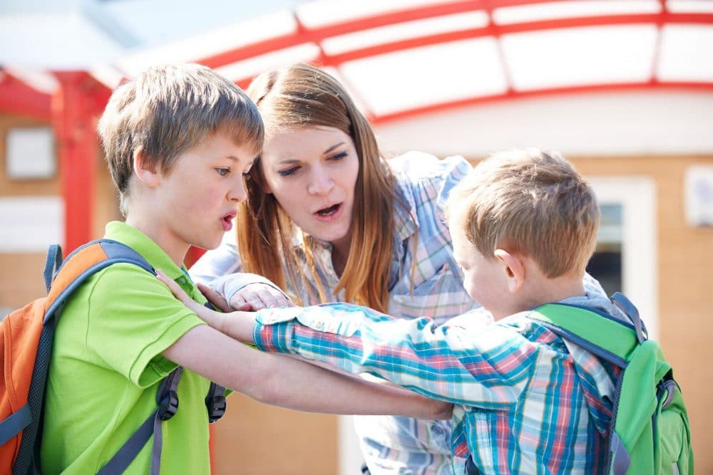 Enseñar niño defenderse sin violencia
