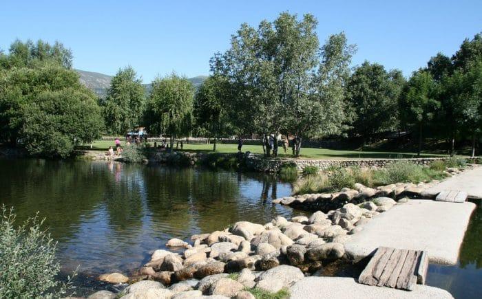 Piscinas naturales en madrid para disfrutar en familia for Las presillas piscinas naturales