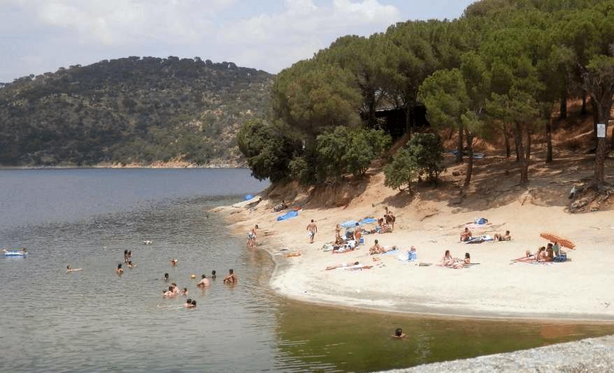 Piscina natural Pantano de San Juan, en San Martín de Valdeiglesias, Madrid
