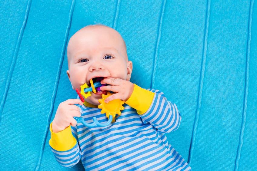 calmar molestias bebé salen primeros dientes