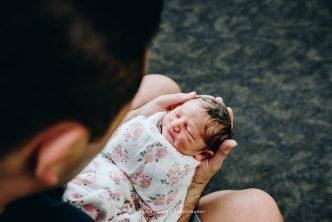 Recién nacido con papá