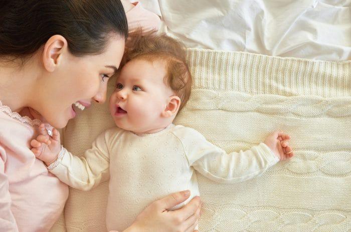 Desde que naciste duermo menos pero sonrío más
