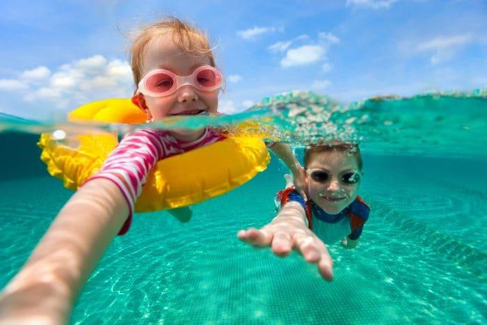 Enseñar nadar niños