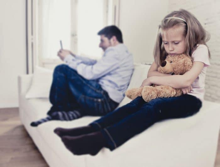 Padres adictos al móvil