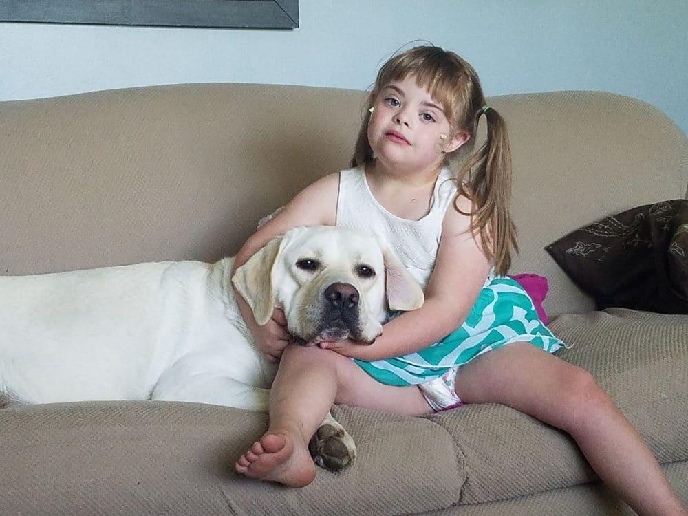 Sadie y Hero, niña con Síndrome de Down y su perro labrador 8