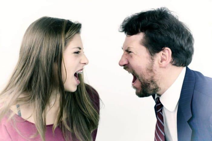 disciplina gritar