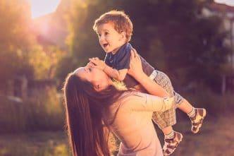 Madre soltera con hijos pequeños