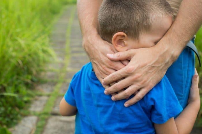 Cómo ayudar a tu hijo a afrontar la muerte de un padre