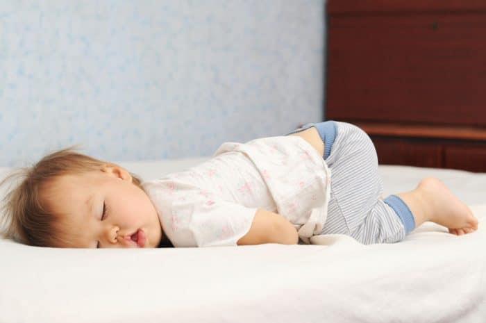 beneficios niños dormir solos propia cama