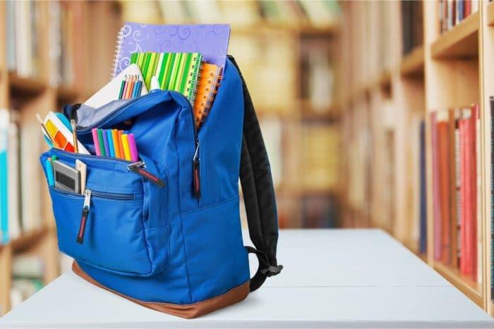 Material escolar básico y accesorios complementarios