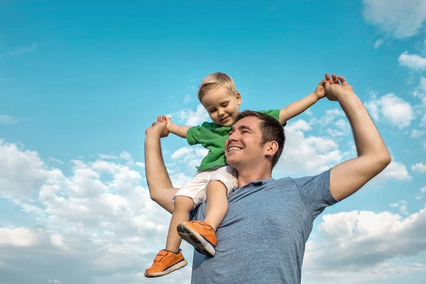 Simplicidad familia niños más felices tranquilos