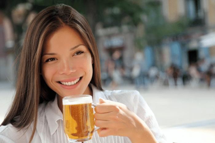 Beneficios cerveza mujer