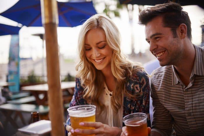 Las mujeres que toman cerveza son más sanas