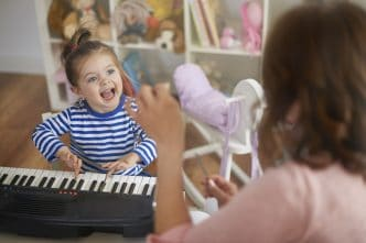 beneficios cantar cerebro infantil