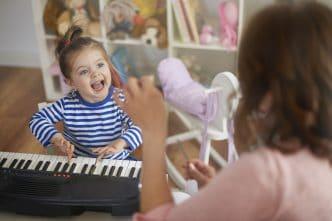 beneficios cantar cerebro infantil
