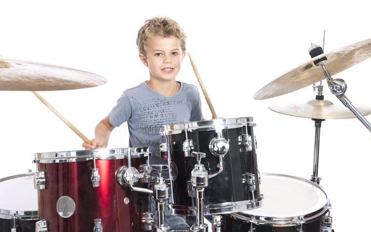 beneficios tocar batería