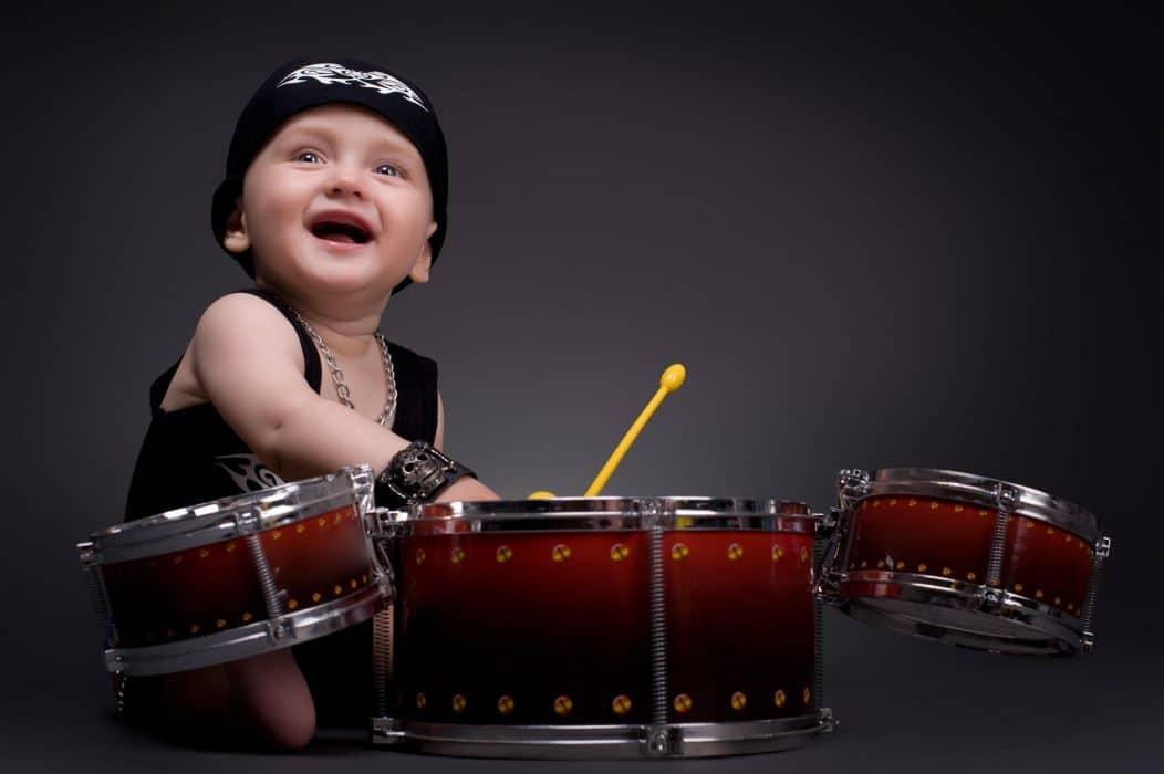 beneficios tocar batería niños