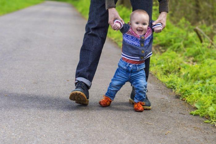 como ayudar a mi bebe a caminar solo