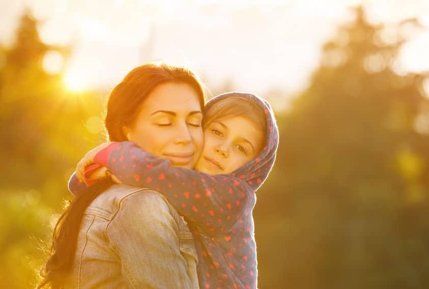 beneficios abrazos niños