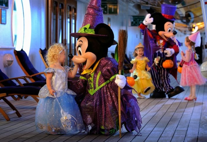 Crucero Disney Magic Mediterraneo personajes disfraces