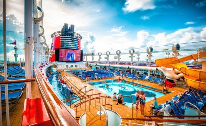Crucero Disney Wonder Mediterraneo piscinas