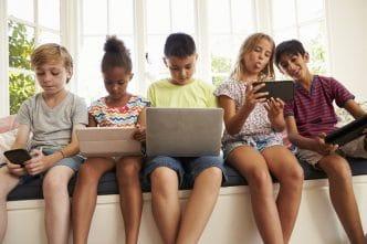 Padres hijos smartphones
