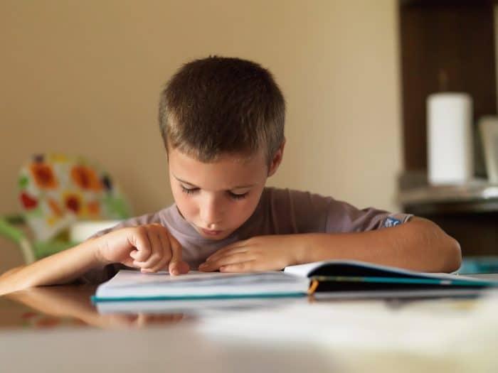 Cómo enseñar a un niño a leer