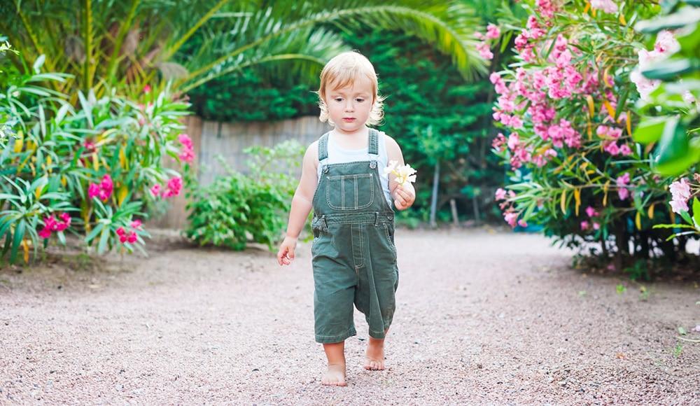 niños descalzos más inteligentes