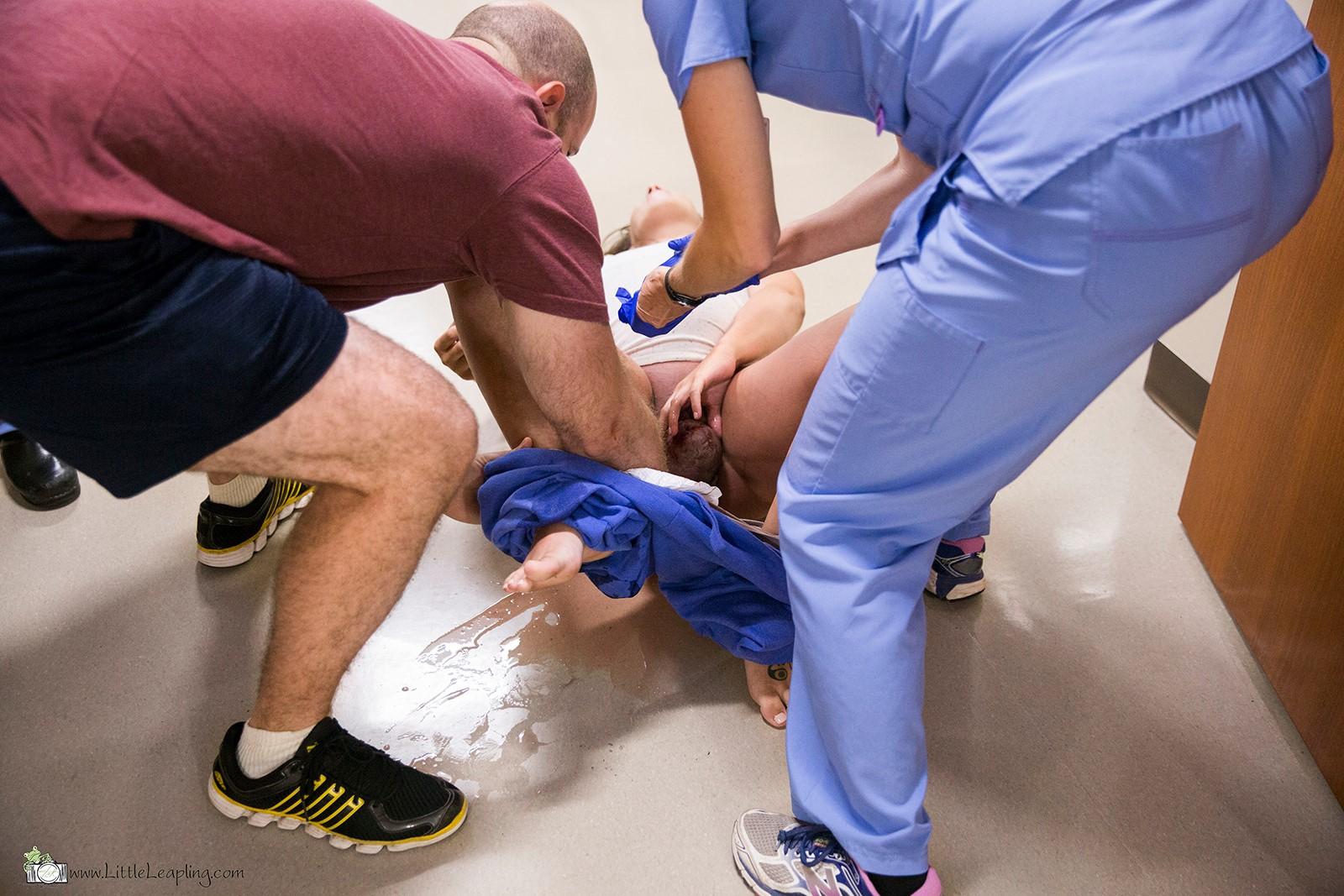 Foto nacimiento pasillo urgencias hospital 4