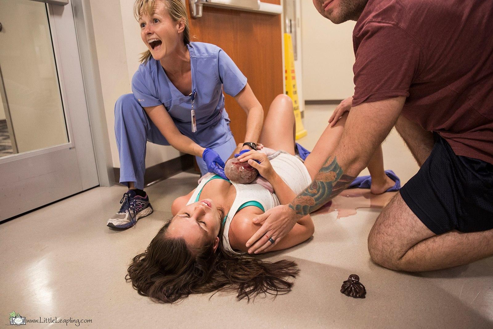 Foto nacimiento pasillo urgencias hospital 8