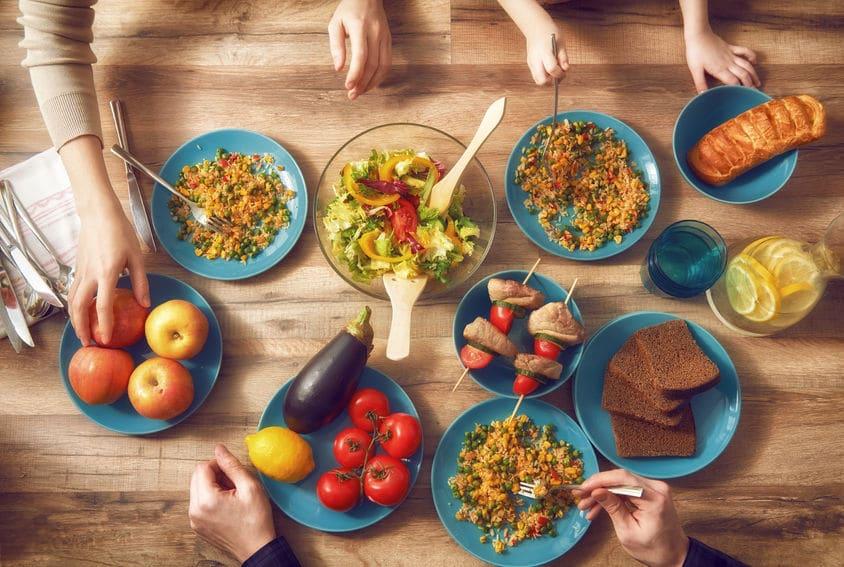 10 alimentos que afectan el sueño infantil