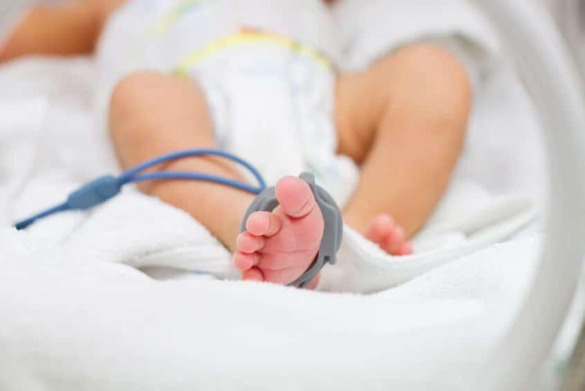 Un bebé muere porque sus padres solo le daban leche vegetal