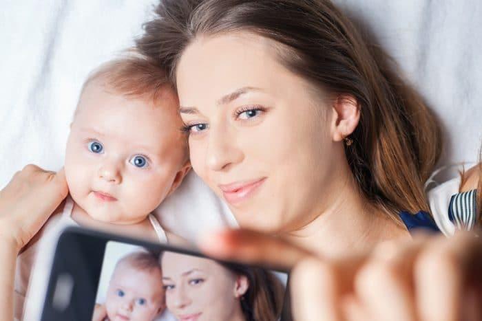 madres fotografian hijos constantemente