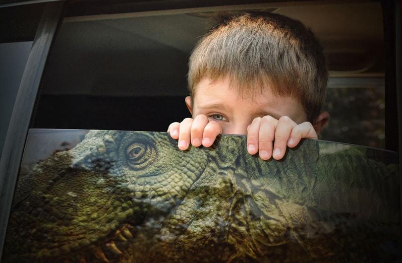 niños y dinosaurios