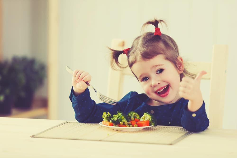 ¿Cómo incluir las frutas y verduras en la dieta infantil? La clave está en el color