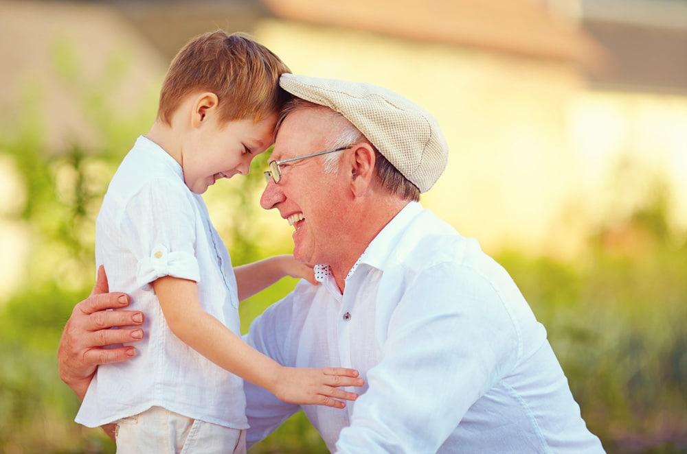 abuelos cuidan nietos mejor salud