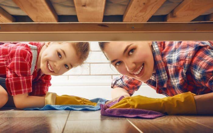 adulto exito niño ayudaba tareas hogar