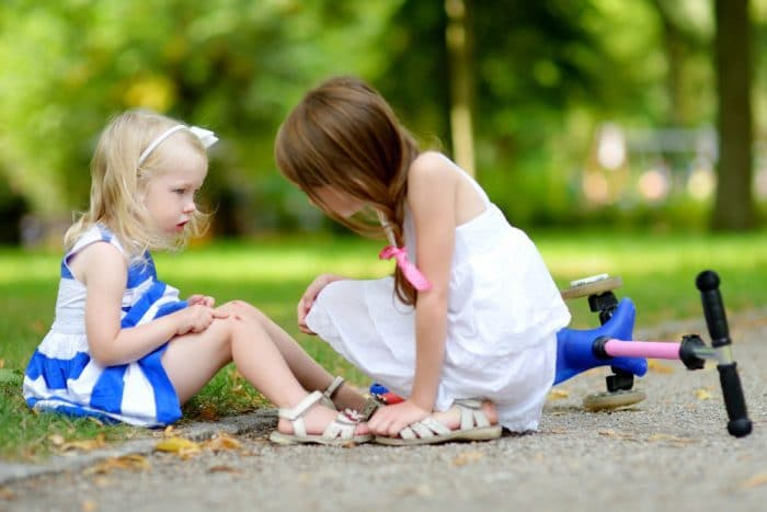 niño hacer amigos