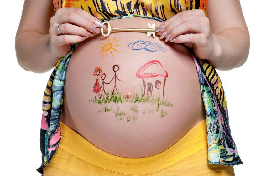 Barriga embarazada pintadafamilia
