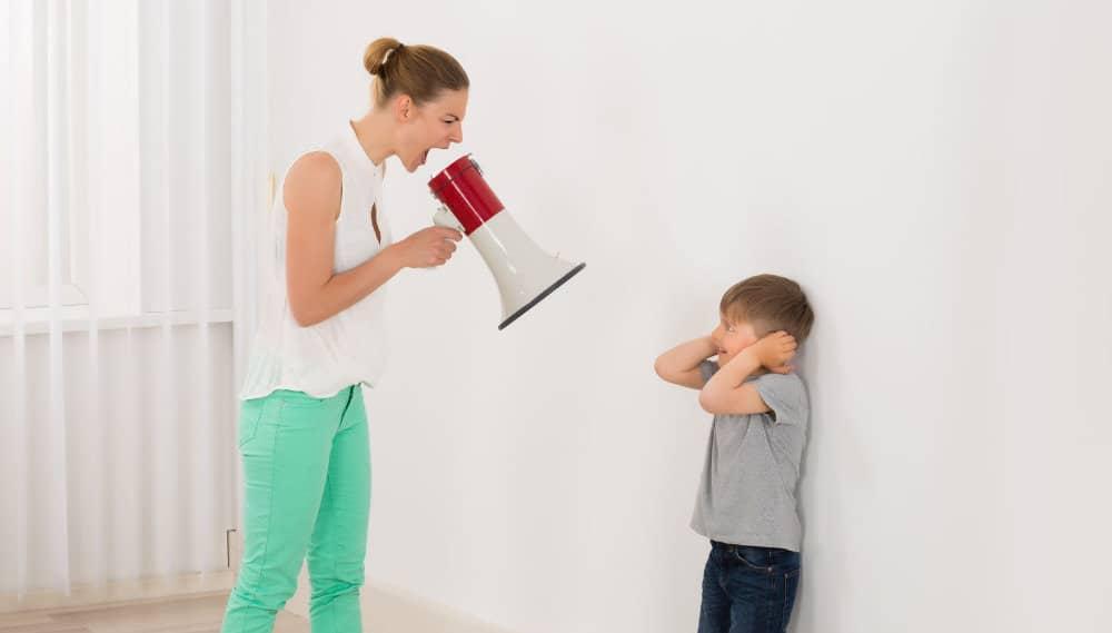 dejar gritar hijos