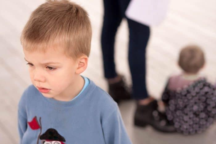 errores padres celos entre hermanos pequeños