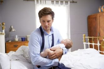 hombredepresión postnatal