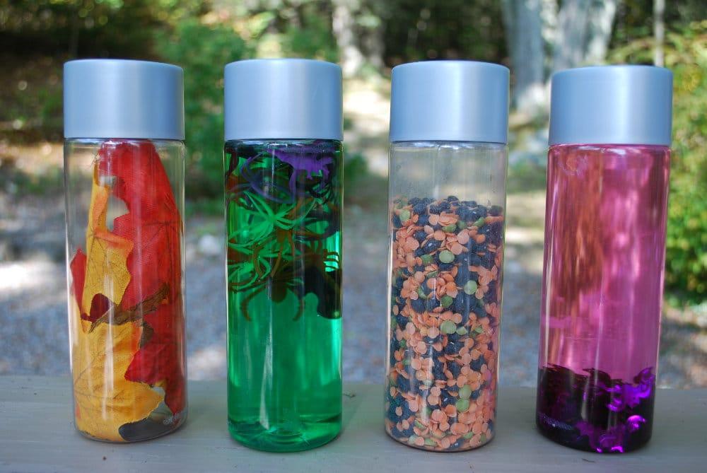 Botellas sensoriales hojas bichos