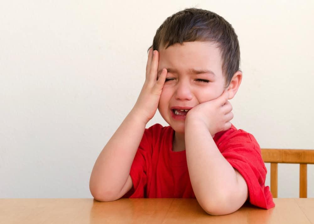 Los niños se portan peor cuando están con… ¿mamá?