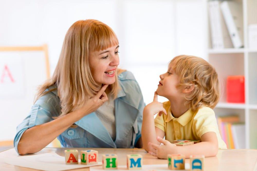 Enseñar a los niños a leer y escribir con el método Montessori